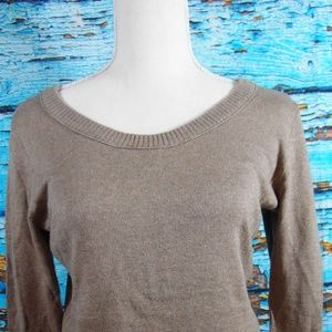 EUC GAP Light weight Sweater Size Medium